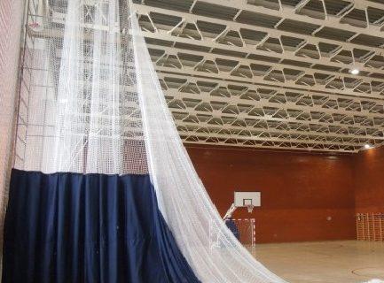 Поставка и монтаж системы разделения спортивного зала с ручным приводом 2